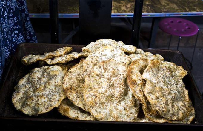 台儿庄特色小吃大全--运河石头大饼