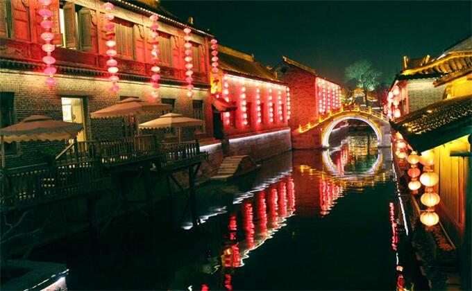 台儿庄古城晚上游船能坐吗