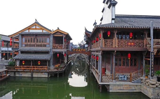大明湖周边自驾游景点台儿庄古城