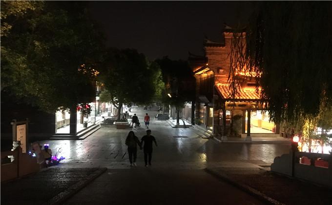 台儿庄古城小吃街