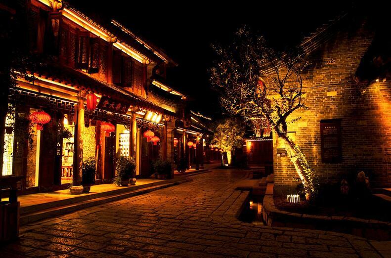 枣庄台儿庄古城住宿有历史的酒店: