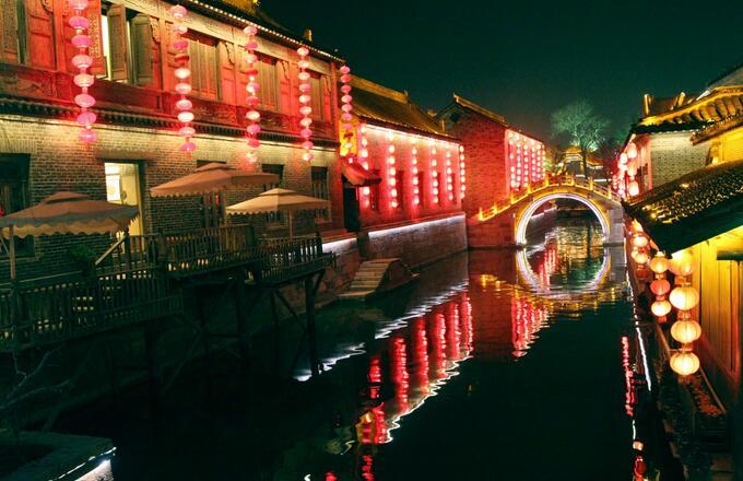 夜色中,台儿庄古城内五个必看的景点