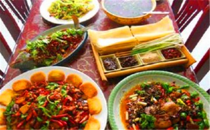 台儿庄古城内美食一条街在哪